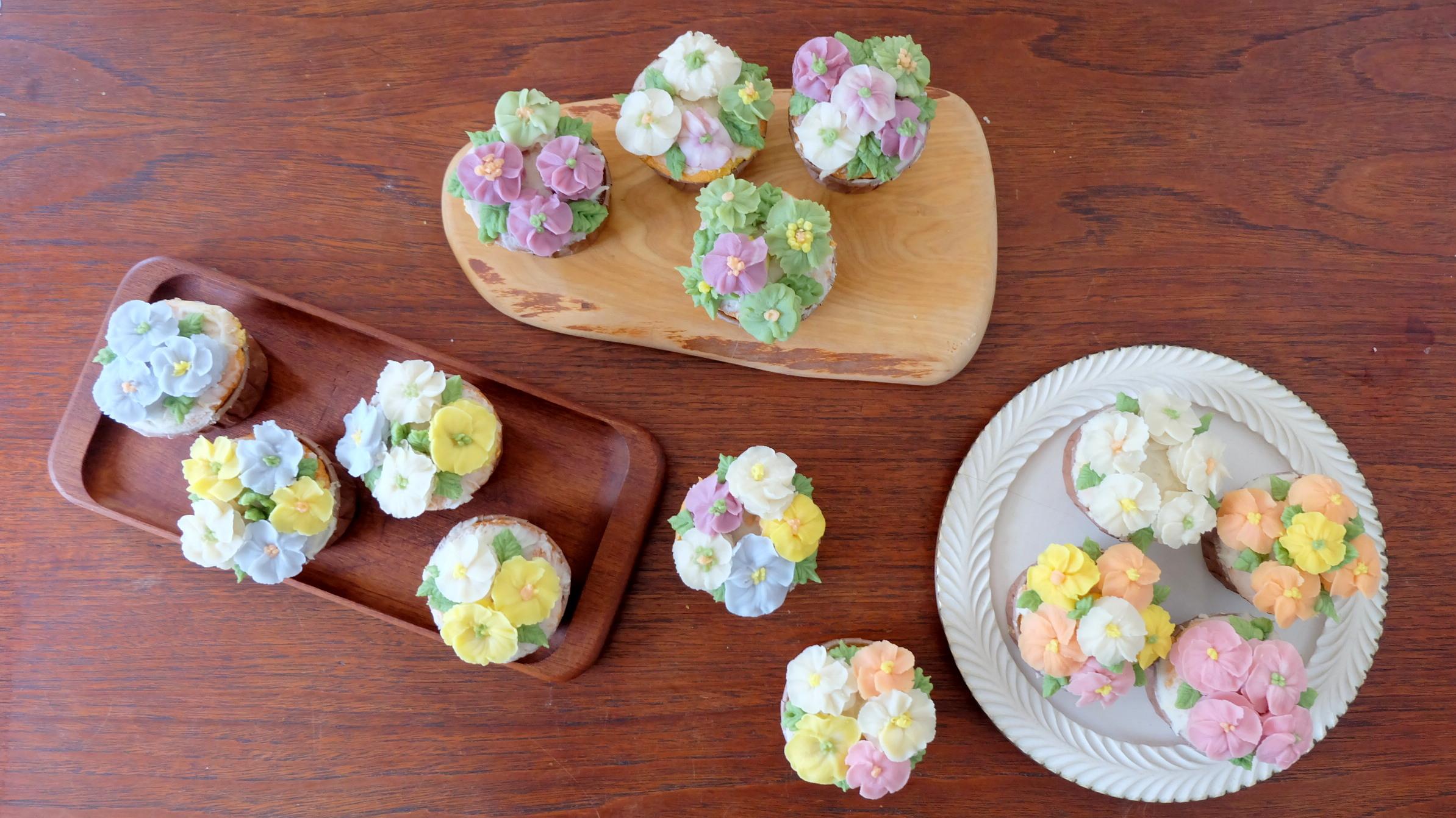 11月2日(土)は、「アップルブロッサムのあんフラワーカップケーキ」づくりでした。